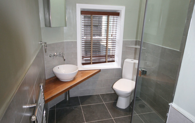 Booterstown Main-bathroom